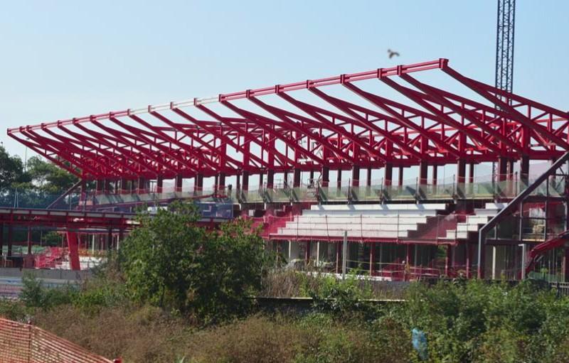 El ferro de Mafesa en l'estructura de l'estadi Johan Cruyff